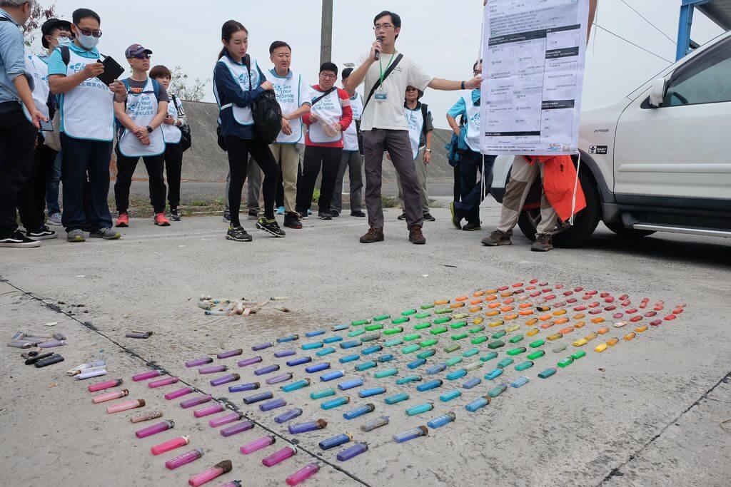 高雄彌陀淨灘:廢棄打火機數量多達254個,甚至能依照顏色排出一道彩虹