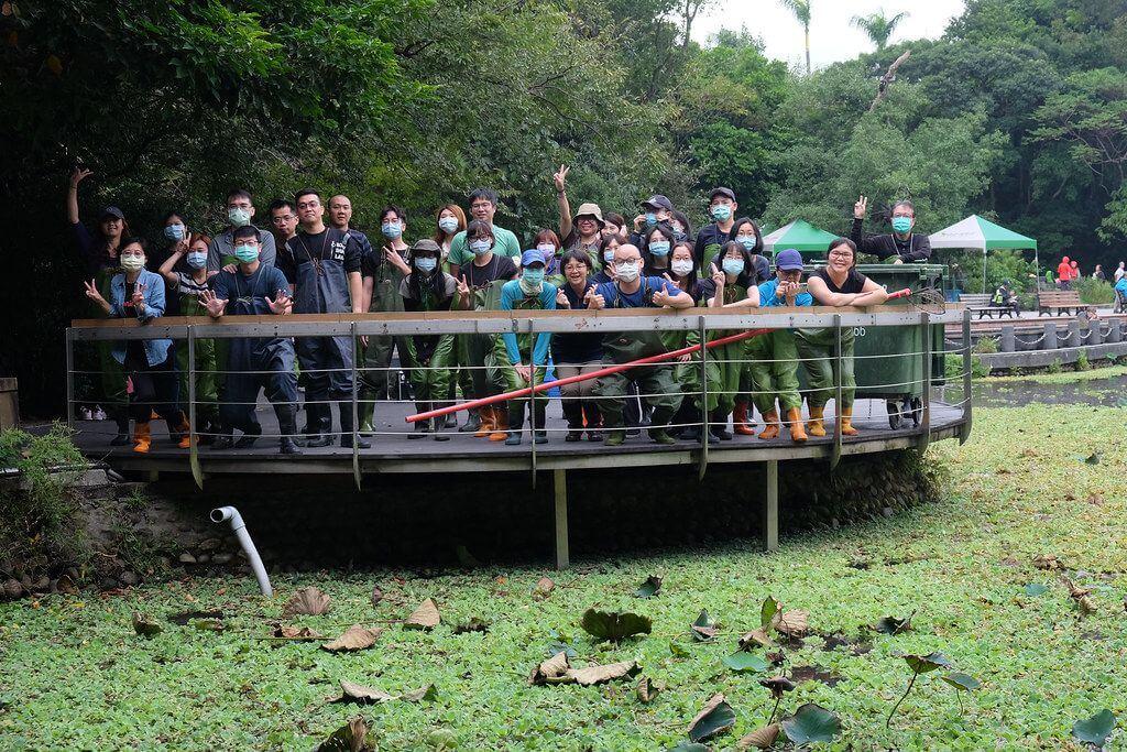 優力訪台北植物園 協助移除外來種水芙蓉
